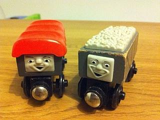 Thomas Wooden Railway Giggling Trucks