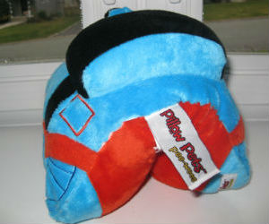 Thomas pillow pet rear view