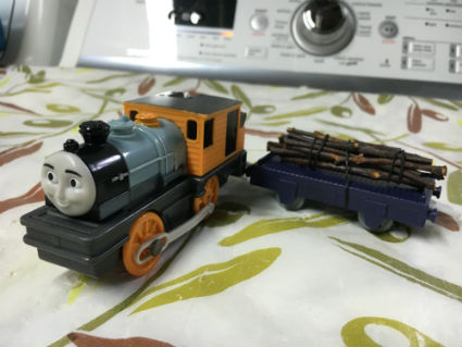 Trackmaster Dash with really timber logs