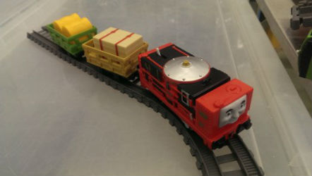 Trackmaster Glynn icludes two cars